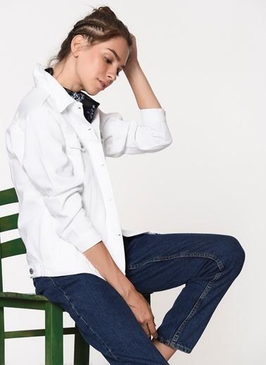 Loves You Pamuk Yıkamalı Desen Klasik Yaka Düğme Kapatmalı Çift Cepli Kadın Jean Ceket Beyaz